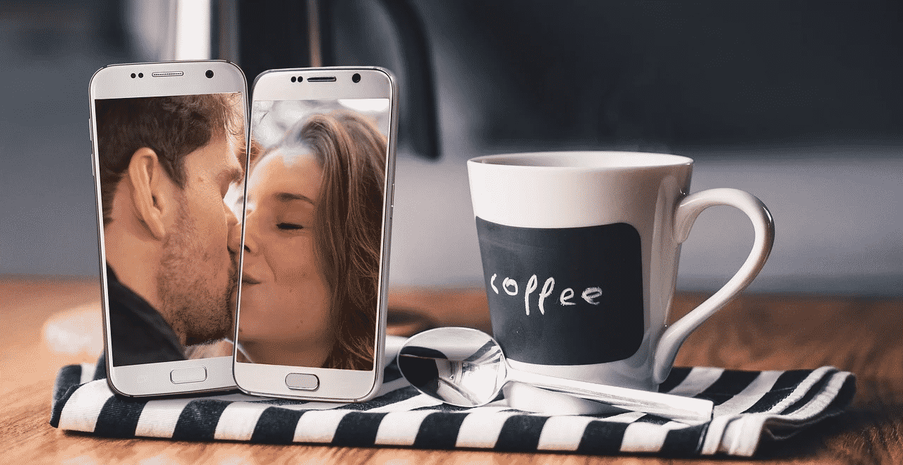 two people kissing through the iphone